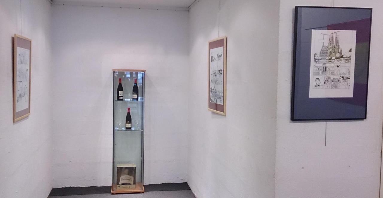 Vitrine et fond de la galerie